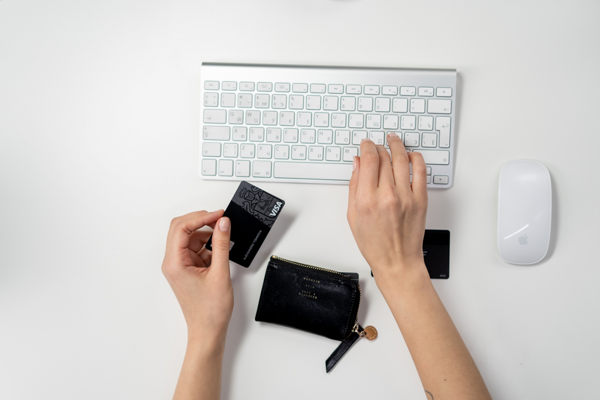 online shoping with credit card in hand